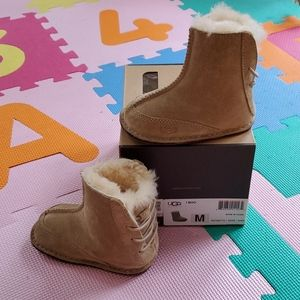 UGG infant boots, M, 12-18 mo, 4/5, euro 19-20